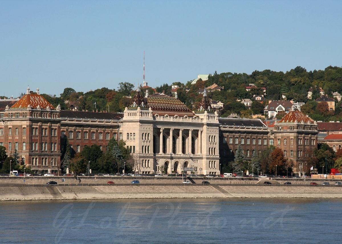 Budapesti Műszaki és Gazdaságtudományi Egyetem központi épülete